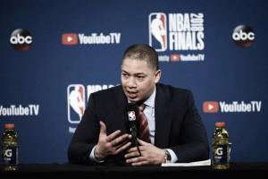 """Apesar de bom jogo, Tyronn Lue reclama da arbitragem em derrota dos Cavaliers: """"Não está certo"""""""