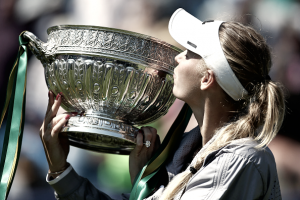 Em jogo dramático, Wozniacki bate Sabalenka e conquista WTA de Eastbourne