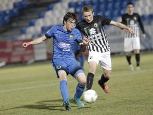 El Burgos adelanta posiciones en el Fernando Torres
