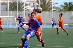 Las granotas caen ante un Barcelona que se aferra al título