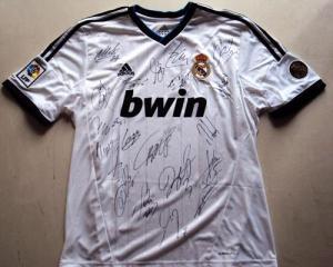@RealMadridVAVEL y @bwin_es te regalan una camiseta firmada del Real Madrid