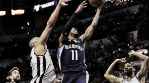Los Spurs destrozan a Memphis