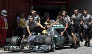 La stella Mercedes non brilla in gara