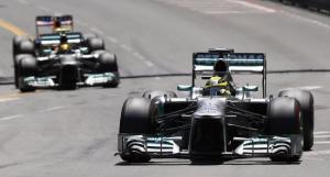 Tra le strade del Principato matura il primo successo Mercedes