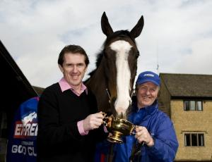 Synchronised surges to Gold Cup triumph as Kauto Star pulls up