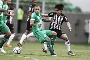 Em jogo de lances polêmicos, Atlético-MG e Chapecoense empatam no Independência