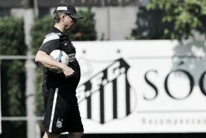 Oswaldo de Oliveira culpa falta de gols para explicar derrotas