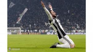 La Juventus se escapa de una gran Roma