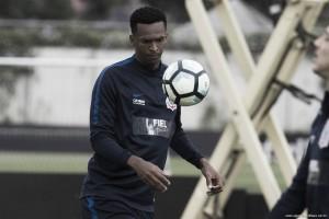 Corinthians confirma contratura muscular e Jô vira desfalque
