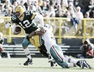 "Un Rodgers ""on fire"" dio la vuelta al encuentro ante Miami"