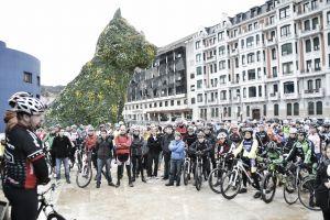 Bilbao acoge una concentración en favor de los derechos de los ciclistas