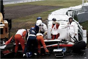 Lewis Hamilton baila sobre del diluvio japonés, Bianchi en estado grave