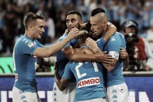 Napoli vence Chievo com gols no primeiro tempo e segue na caça à liderança