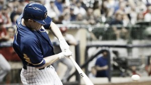 Boston Red Sox trade two prospects to Milwaukee Brewers; acquire Aaron Hill