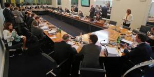 Sanctions contenues pour Mercedes et Pirelli