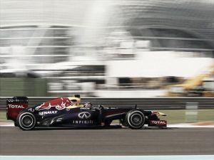 Vettel continúa al mando en los Libres 3