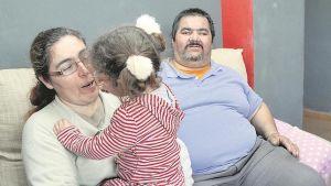 Un abuelo lucha para conseguir la custodia de su nieta pequeña