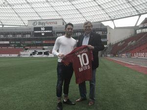 Hakan Calhanoglu firma con el Bayer Leverkusen hasta 2019