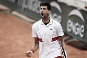 Djokovic sofre, mas vence Bautista Agut e alcança às oitavas de Roland Garros