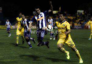 Un gol de Jarosik corta la racha del Alcorcón