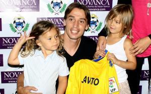 El Alcorcón olvida las bajas gracias a Javito