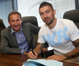 Kolarov renueva con el Manchester City hasta 2018