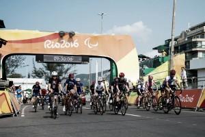 Equipe italiana vence revezamento por equipes do Ciclismo e Zanardi conquista mais um ouro