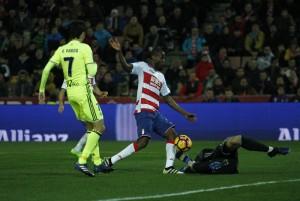 Adrian Ramos logra el primer doblete para el Granada en esta Liga