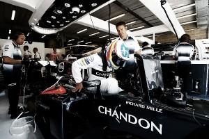 """Alonso: """"Me pidieron parar el motor al salir de boxes"""""""