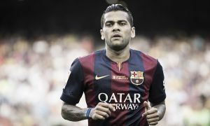 Alves to agree surprise Barcelona stay