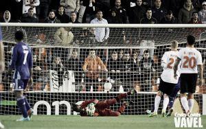 Alves y Alcácer entran en la convocatoria ante el Sevilla