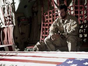Bradley Cooper es el 'diablo de Ramadi'en el primer tráiler de 'American Sniper'