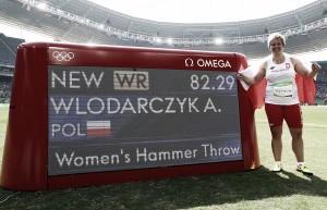 AnitaWłodarczyk rompe el récord y Jebet se queda a las puertas