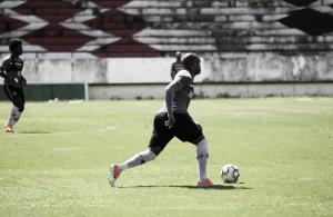 Mesmo com rosto fraturado, zagueiro Anderson Salles deve ser titular do Santa Cruz contra Goiás