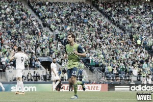 Seattle Sounders midfielder Andreas Ivanschitz suffers right knee sprain