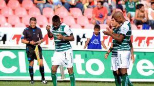 Con gol colombiano Santos Laguna ganó