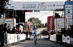 Amaro Antunes derriba la puerta en laVolta al Algarve