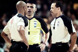 Por qué en la NBA los árbitros no suelen ser protagonistas y sí lo son en el fútbol
