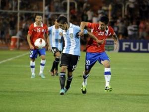 Chile venció a Argentina en su debut