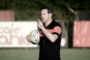 Após evitar rebaixamento, Argel Fucks renova com Vitória para 2017