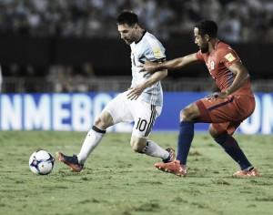 Argentina sofre pressão, mas vence Chile com gol de Messi