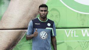 Carlos Ascues fue presentado como refuerzo del Wolfsburgo