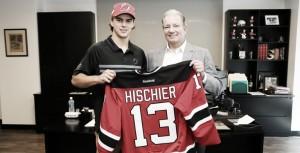 Hischier y Patrick firman sus primeros contratos profesionales