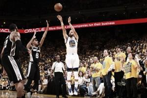 Durant e Curry brilham, Warriors conseguem virada sobre Spurs e saem na frente na final do Oeste