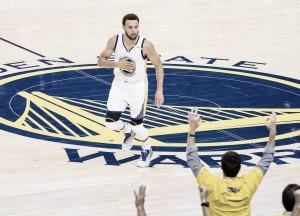 Com direito a show, Warriors dominam os Spurs e aumentam vantagem na série