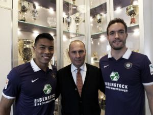 Anier departs, Wood and Golobart arrive at Aue
