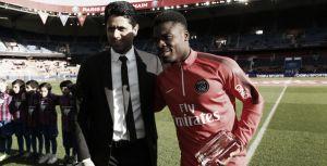 Aurier fue homenajeado por el PSG