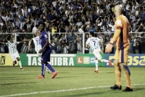 Avaí vence Paraná com golaço de Renato em Ressacada lotada e permanece no G-4