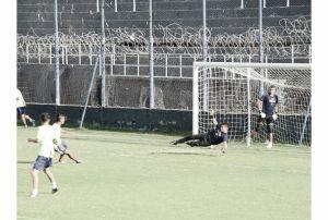 Práctica de fútbol en la lepra