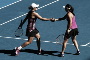 Australian Open: Home favourites Barty/Dellacqua progress to the quarterfinals with the delight of the crowd